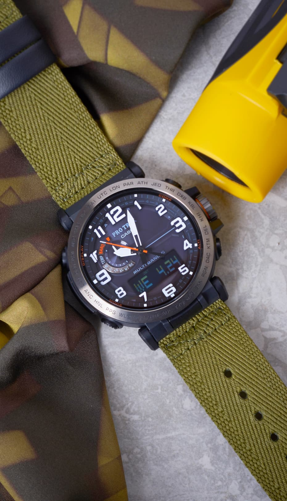 reloj verde de tela y piel protek CASIO Cronoland